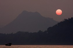 sunset mekong river luang prabang laos
