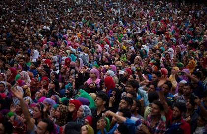 Funerale del comandante Burhan Wan, 9 luglio 2016 a sud di Srinagar, Kashmir. Nella stessa giornata otto manifestanti sono stati uccise negli scontri con l'esercito indiano. Foto Yawar Nazir/ Getty Images