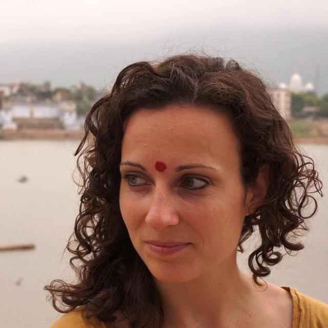 """Intervista Serena Puosi, autrice del libro """"Indimenticabile India. Racconti di viaggio in India, Rajasthan, Agra Varanasi"""