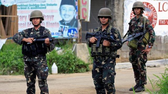 Il Presidente delle Filippine Rodrigo Duterte ha dichiarato la legge marziale nell'isola di Mindanao per sconfiggere i miliziani fondamentalisti islamici che hanno messo sotto assedio la città di Marawi nell'isola di Mindanao. Foto Reuters