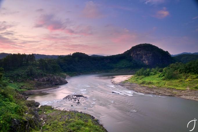 Hantan-River-from-Gungshin-Bridge-궁신교-한탄강-682x453