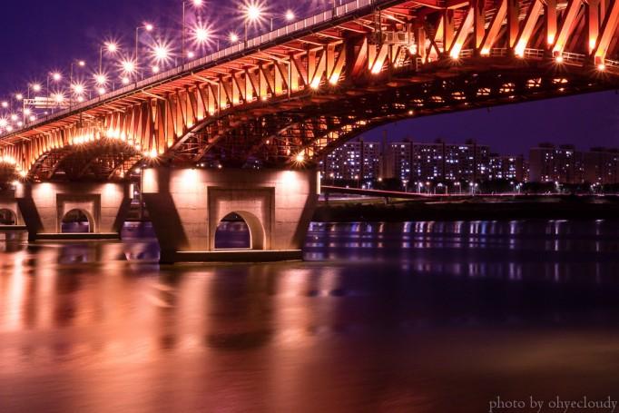 Seongsu-Bridge-night-time-682x455