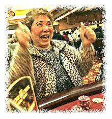 Vietnamese American woman gambling in a casino © Béatrice de Géa/LA Times