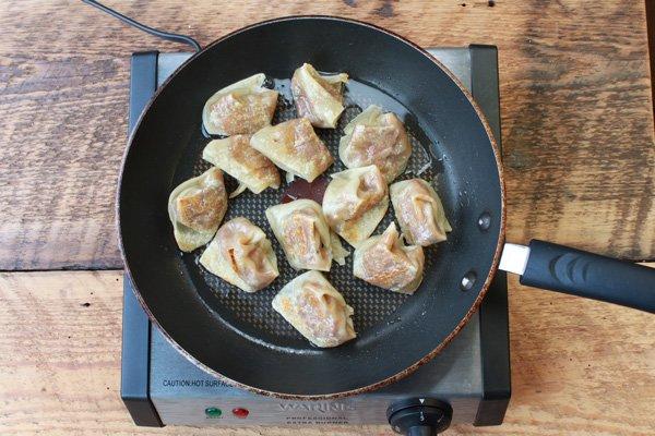 wontons-in-frying-pan_600x400