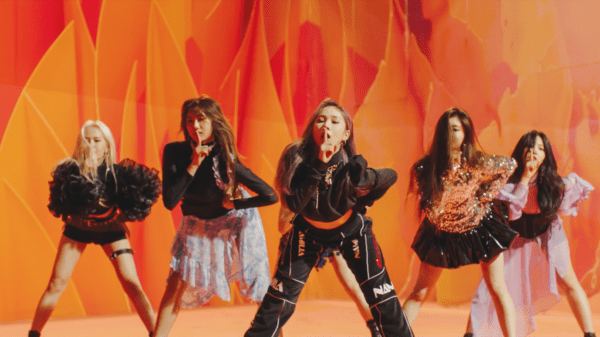 Hd Girl Highlights Wallpaper Review Everglow Debut With An Energetic Treat In Bon