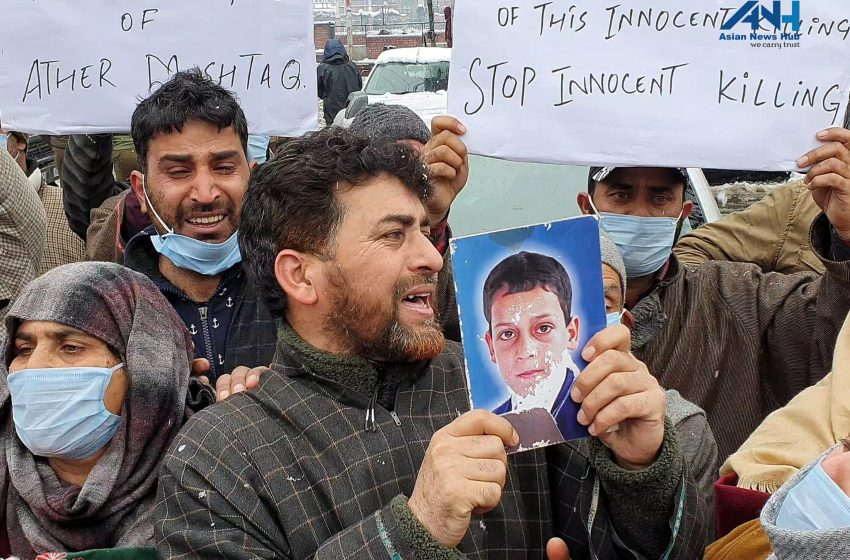 Lawaypora Encounter: Families demand mortal remains of their sons; Omar, Mehbooba support families' demand