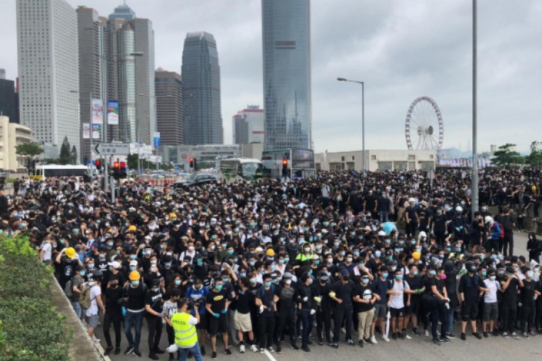 Hong Kong extradition bill: Thousands of protesters block city streets and prepare for worst as riot police gather nearby. China News - AsiaOne