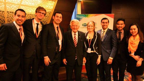 Bob Hawke with delegates at APEC Youth Summit
