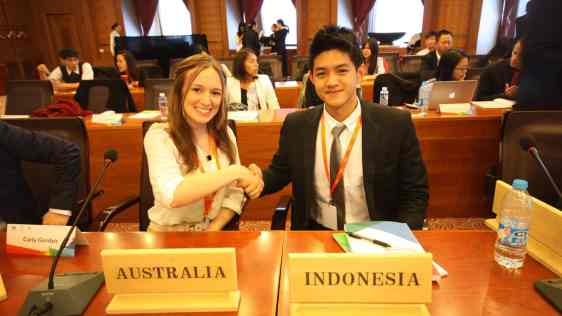 Carly and Indonesian delegate shaking hands at APEC Youth Summit