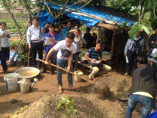 sa-exchange-on-compost-mtcp2-laos-workshop