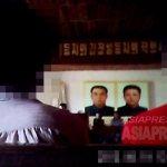 지방도시에서 열린 당조직의 정치학습 집회의 모습. 내용은 김정은에게 충성을 다할 것을 강요하는 것이었다. 2013년 여름 촬영 (아시아프레스)