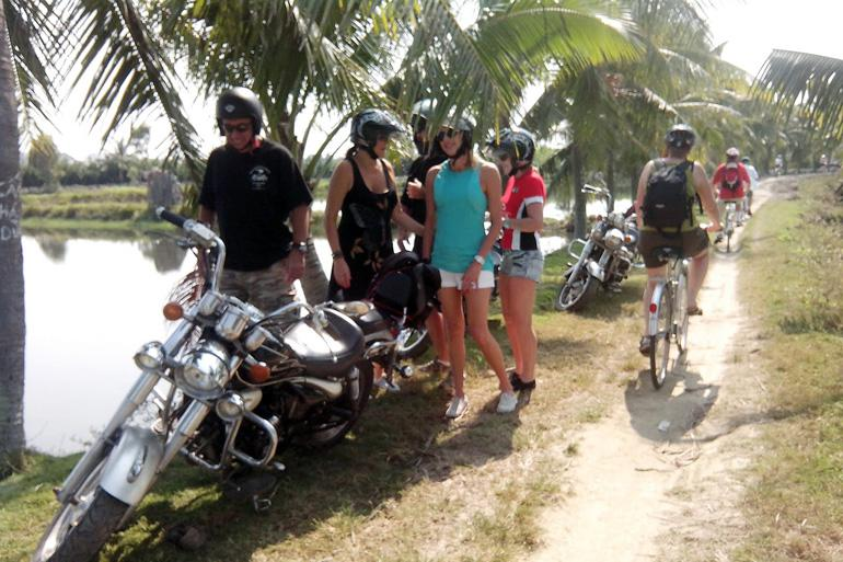 See the real Hoi An countryside with Motorbike