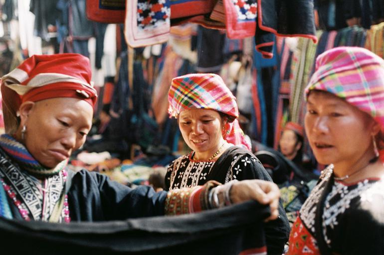 The hardworking tribeswomen of Sapa awaiting their potential soul mates @Khánh Hmoong
