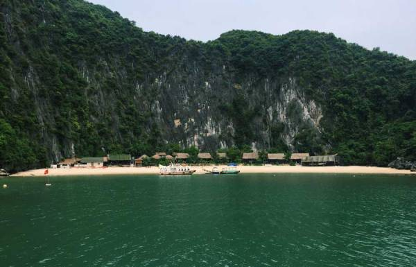 Dau Go Cave,Dau Go Cave in Halong bay, Halong travel guide