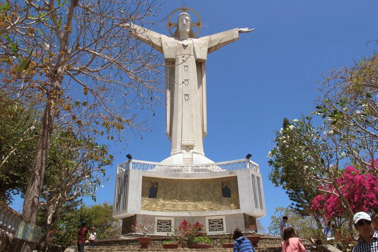 Jesus Christ Statue (Tuong Chua Jesus)