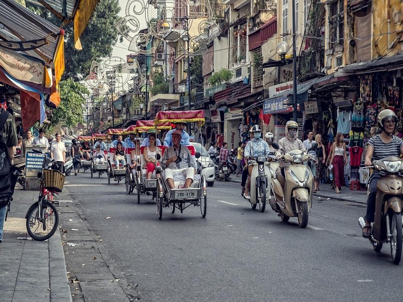Fantastic-journey-around-Hanoi-by-cyclo1