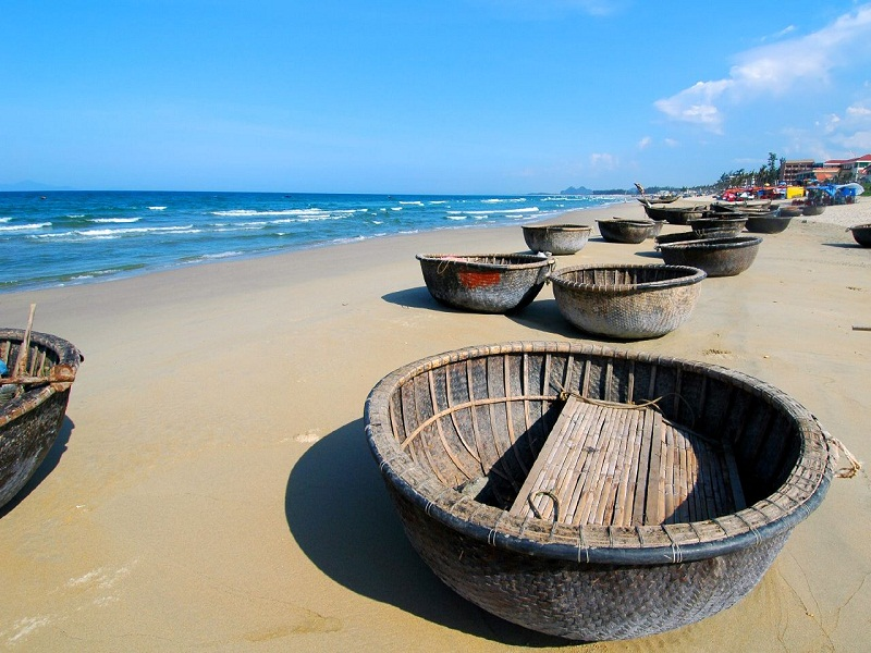 My-Khe-beach–perfect-destination-for-watersports1