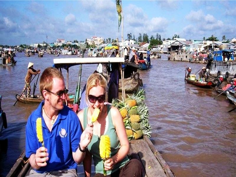 Top-5-Floating-Markets-in-Mekong-Delta-(part 1)3