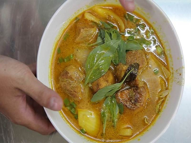 Top-best-and-unique-dishes-to-eat-in-Saigon1