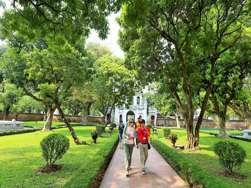 Let's-make-a-memorable-adventure-in-Vietnam1