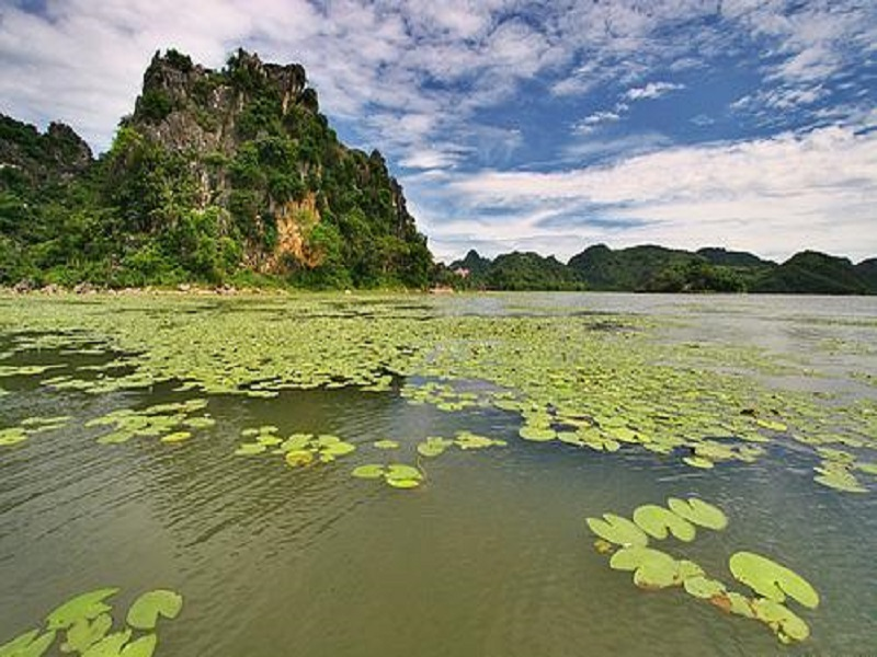 6-Ha-Long-Bays-on-land-of-the-Northern-Vietnam1