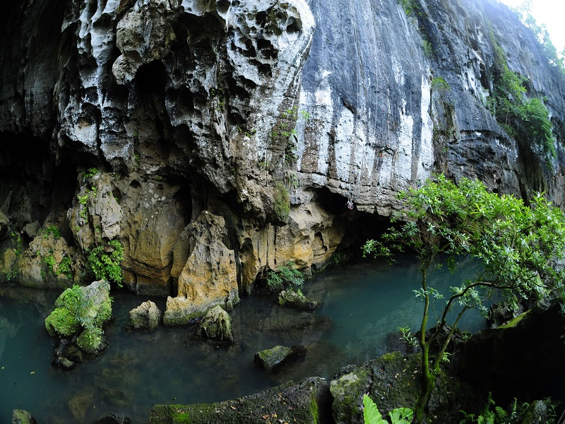 8-most-attractive-caves-visitors-can-explore-in-Quang-Binh6