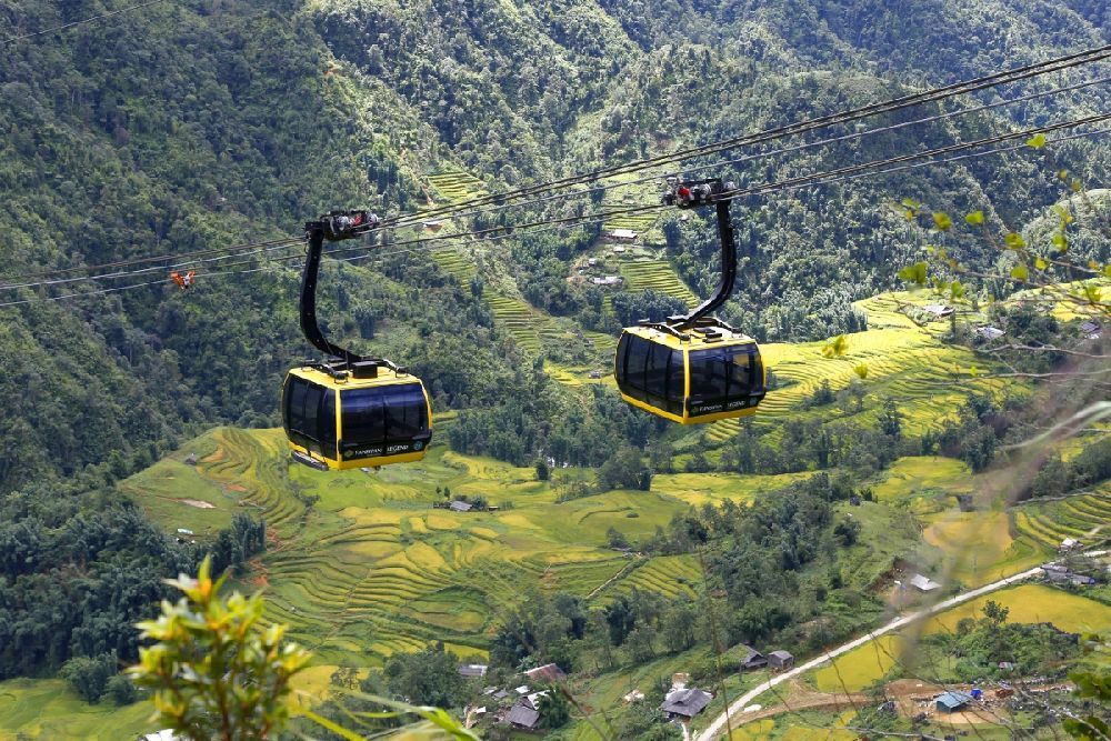 Travel to Vietnam - conquer the Fansipan peak by cable car 4