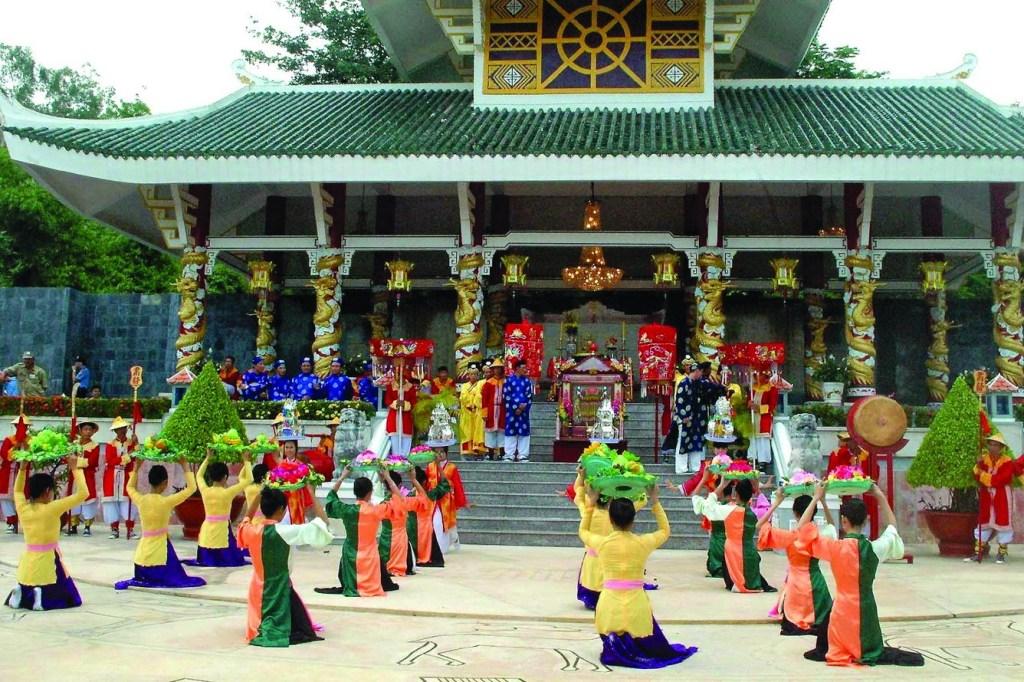 10 unique festivals to explore during your Vietnam tour 9