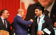 تكريم طالب جامعي سوري يحرز المرتبة الأولى في جامعة تركية