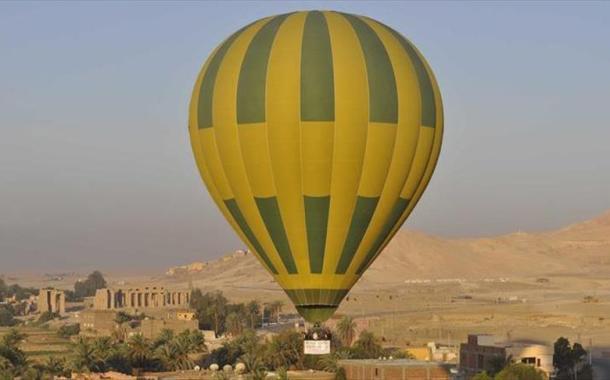 سقوط منطاد يقل سياحاً جنوب مصر أدى لمقتل سائحة وإصابة العشرات