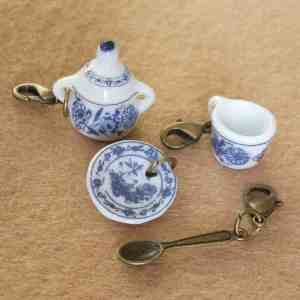 Delft chine tea set stitch markers