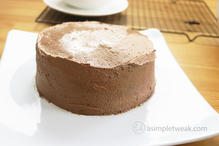 Spread-frosting-on-chocolate-cake