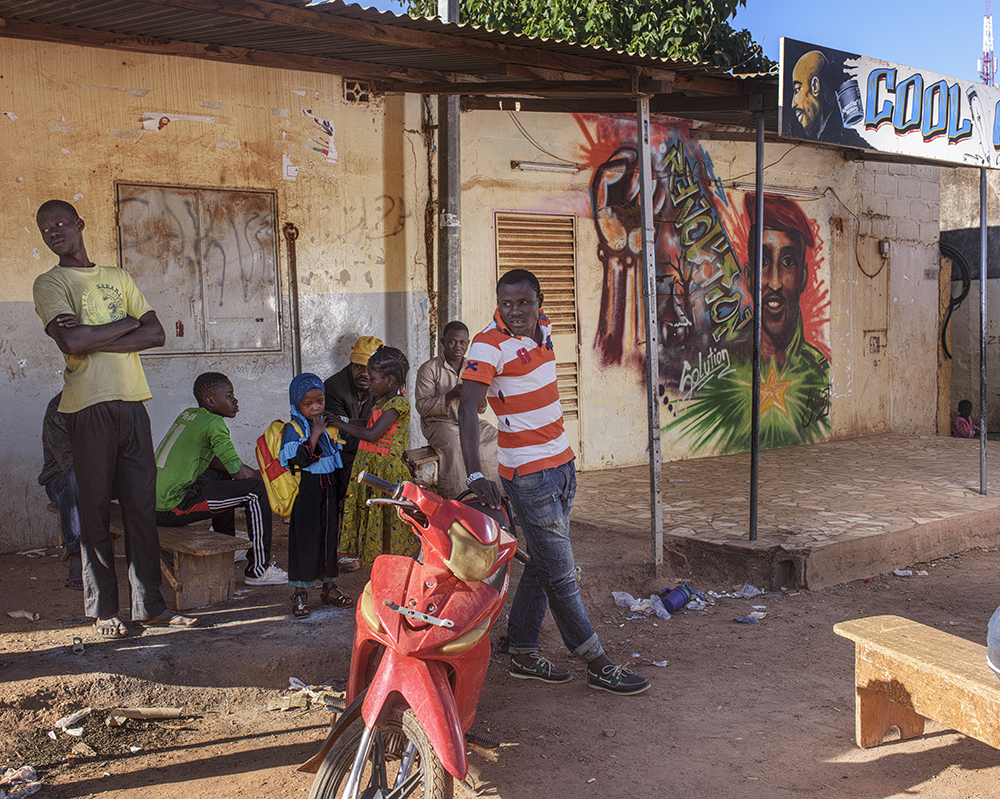 The Samadine neighbourhood in Ouagadougo. Mural of Thomas Sankara, a man who remains an inspiration for the people of the country.