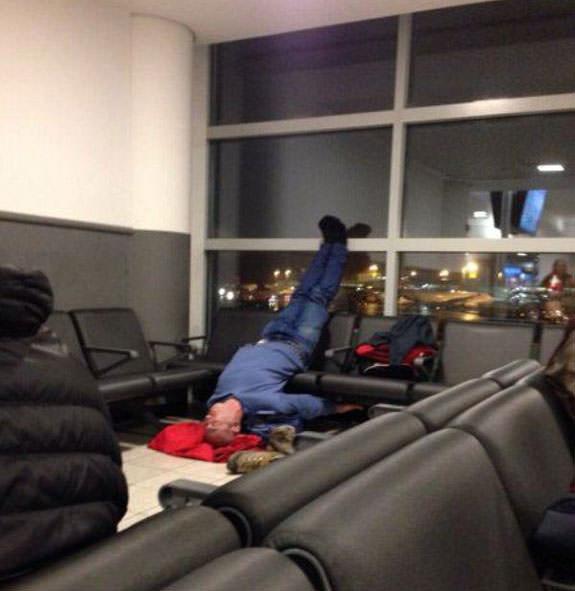 Havaalanında Uyumak Hiç Bu Kadar Kolay Olmamıştı!