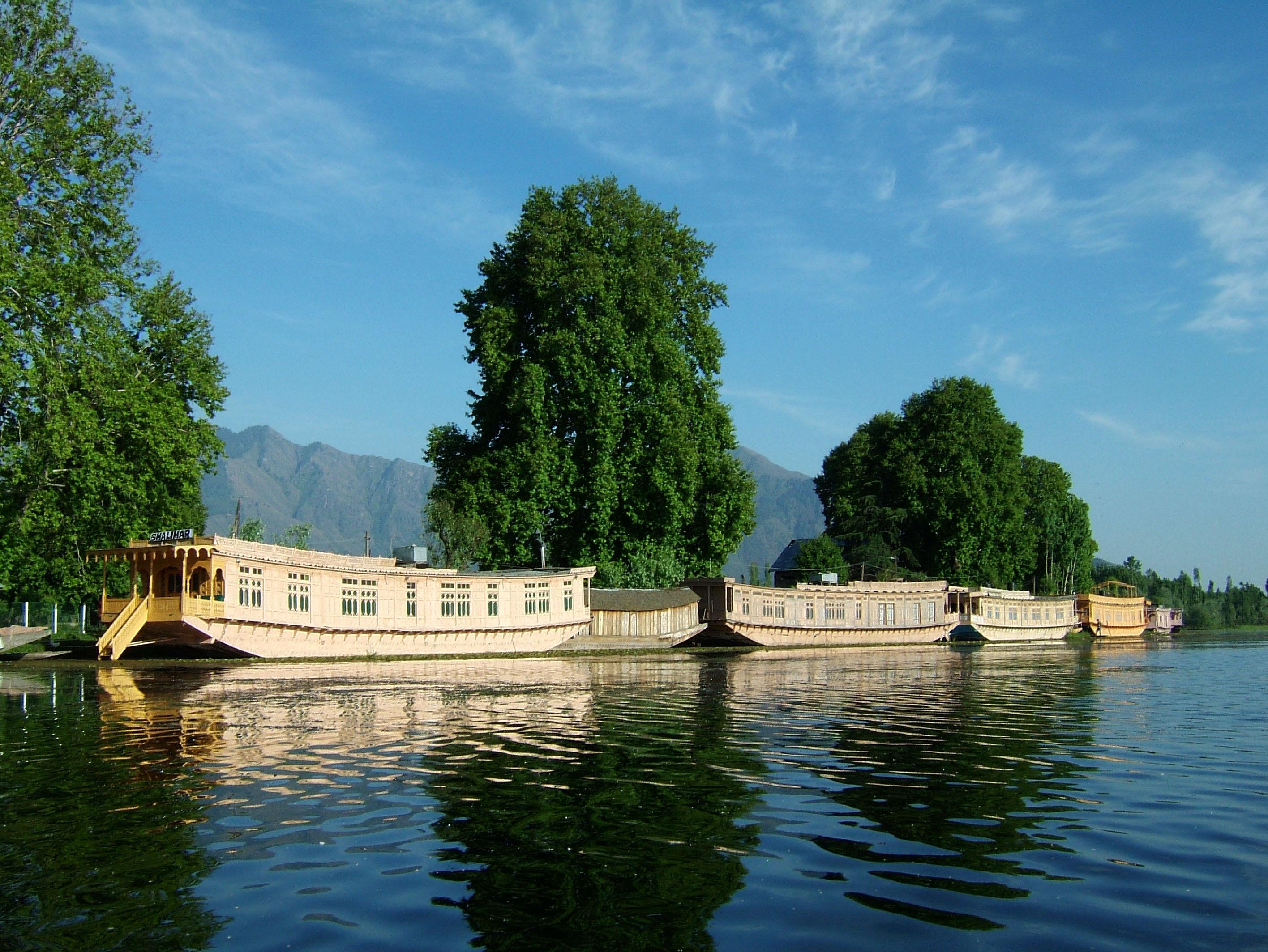 Asisbiz travel photo alblum of Kashmir houseboats