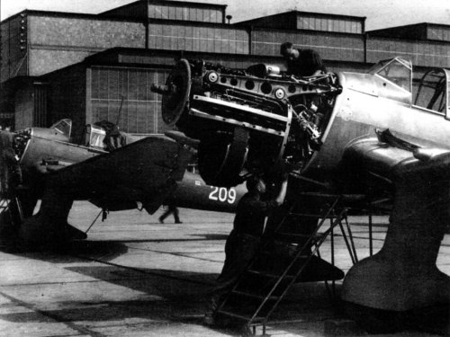 small resolution of junkers ju 87b1 picchiatelli ra 209 squadron jumo 211 engine undergoing routine maintenance 01