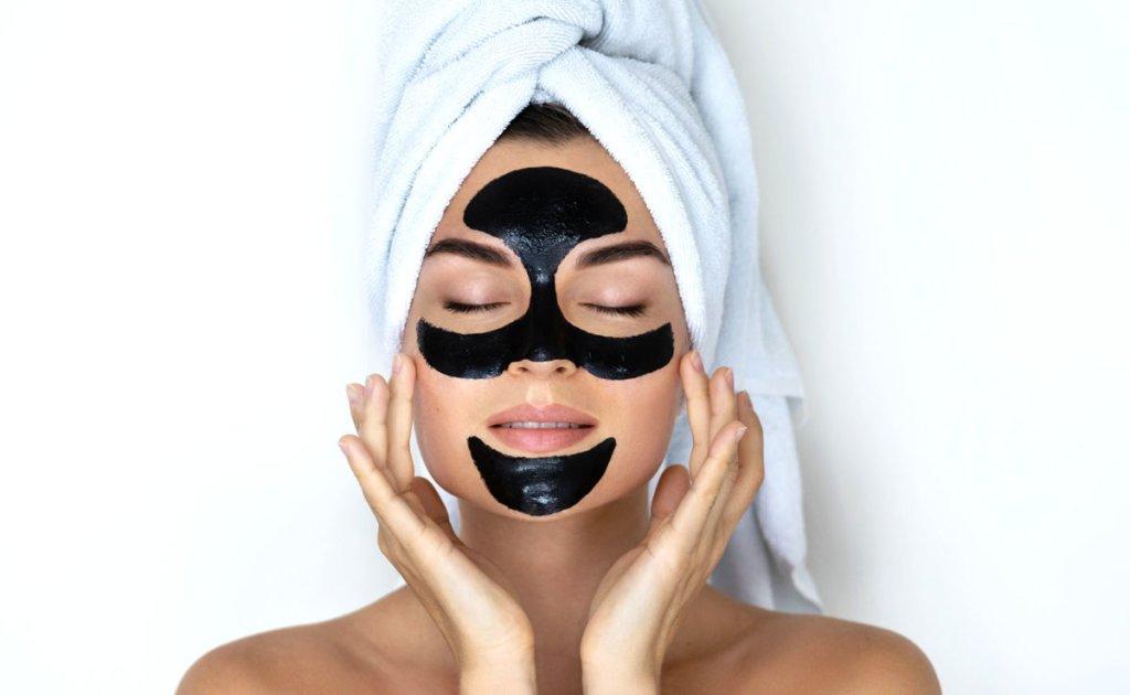 Μάσκες λάμψης: Θα σε κάνουν να λάμψεις λίγα λεπτά πριν το πρωτοχρονιάτικο πάρτι