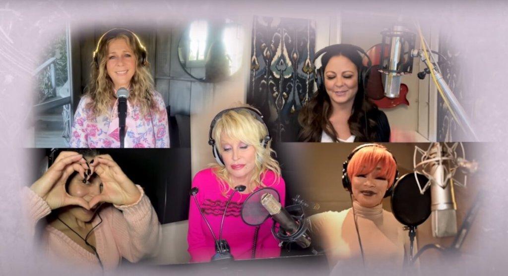 «Pink»: Ρίτα Γουίλσον και Ντόλι Πάρτον σε ένα συγκλονιστικό τραγούδι για τον καρκίνο του μαστού