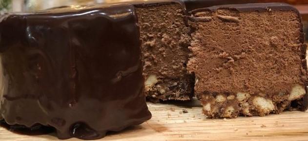 Εύκολη τούρτα με μους σοκολάτας
