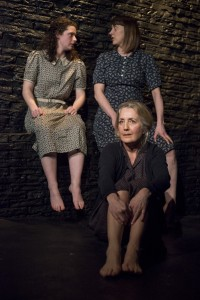 Seanmhair - Molly Vevers, Hannah McPake, Sian Howard (photo credit Aenne Pallasca)