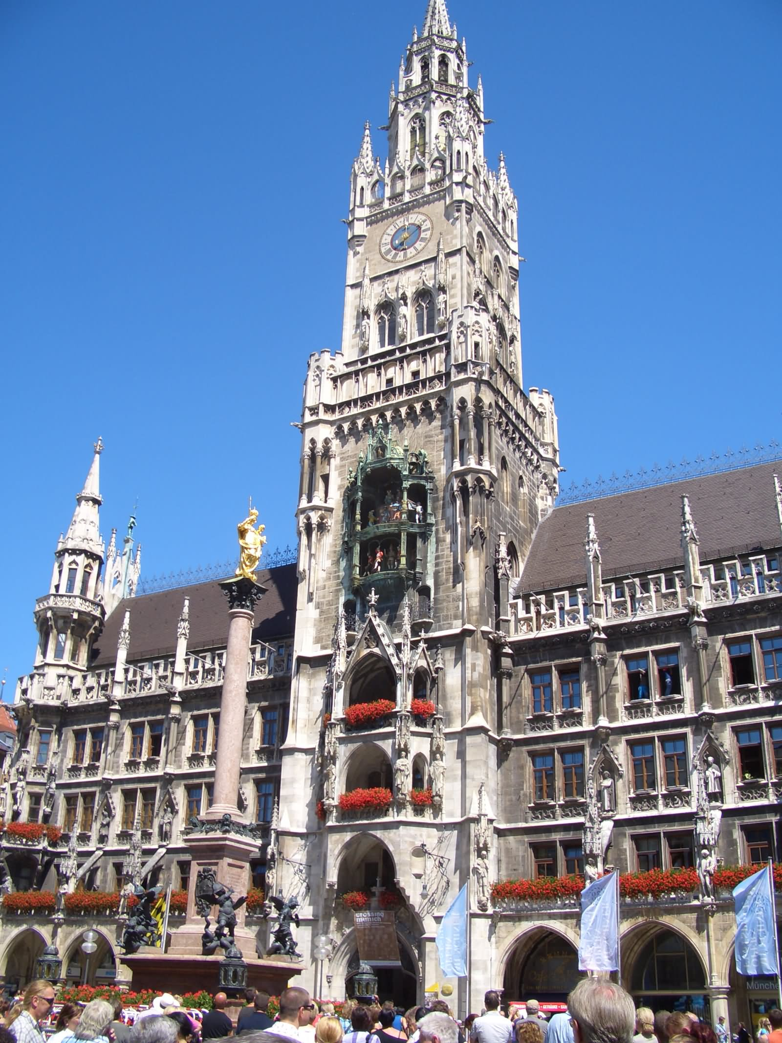 25 Incredible Night Pictures Of The Neues Rathaus In Bavaria Germany