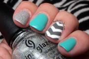 blue and white chevron nail art