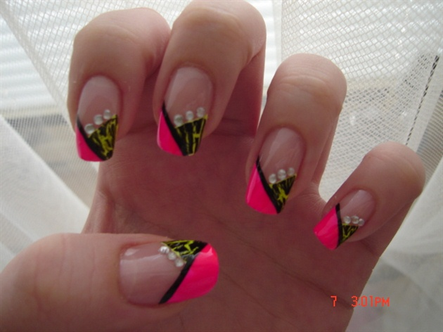 Black And Pink Chevron Design French Tip Nail Art