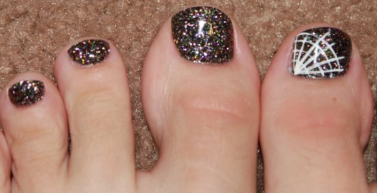 Sparkle Toe Nails With White Spider Web Nail Art