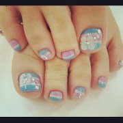 golden stripes toe nail art