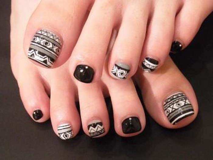 Black And White Tribal Design Toe Nail Art