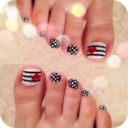 stylish black and white nail