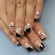 stylish acrylic short nail