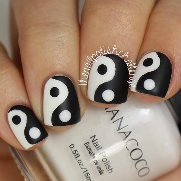 Simple Black And White Stripes Nail Art Accent Nails Yin Yang