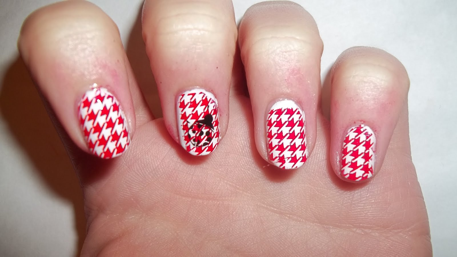 Red And White Houndstooth Nail Art Design